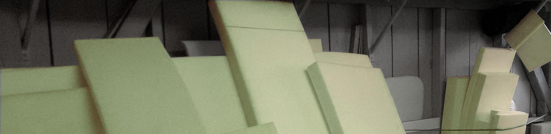 Découpe de mousse à l'Atelier de la Literie d'Anglet